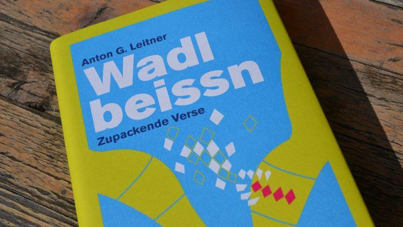 Mit bayerischem Biss das Zeitgeschehen bedichtet